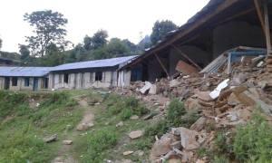 Zerstörte Schule in Solche, Nepal
