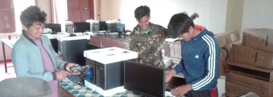 Computerraum in der Schule in Golche, Nepal, Spies, Albicker